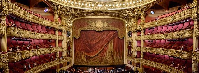 豪華な劇場